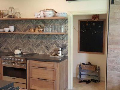 Kitchen Backspash And Cabinets
